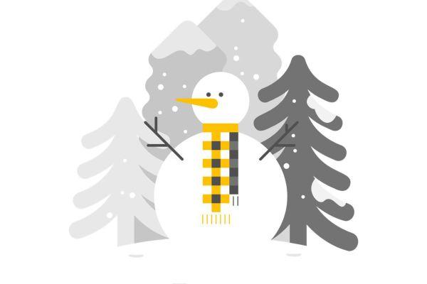 Ritad snögubbe framför grå granar