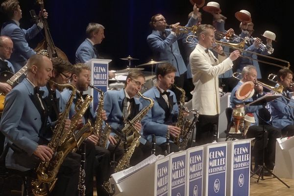 Glenn Miller Orchestra - A Tribute To The Music