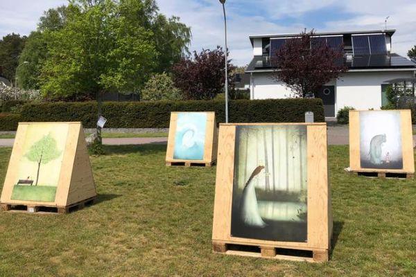 """Utställning vid Ljungentorget, Habo Ljung: """"Vågornas brus och trädens sus"""""""